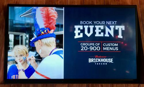 Face Painting for Brickhouse Tavern for Cubs games