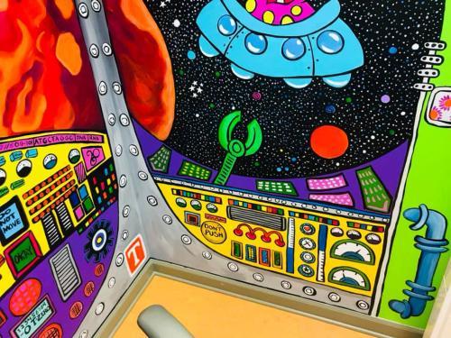Little Teeth, big smiles x-ray room spaceship & aliens wall mural