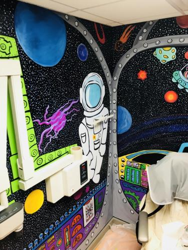 Little Teeth, big smiles x-ray room Spaceship wall mural